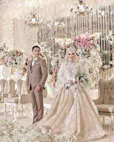 images of muslim wedding dresses Muslim Wedding Gown, Muslimah Wedding Dress, Muslim Wedding Dresses, Wedding Dress With Veil, Dream Wedding Dresses, Wedding Hijab Styles, Wedding Photography Poses, Wedding Poses, Hijabs