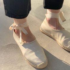 언니가 버선발로 뛰어나와 찍어준 내 묵은 신발. 하나 더 새걸로 오고 있다구우..🤡 Ballet Dance, Dance Shoes, Espadrilles, Slippers, Wedges, Fashion, Dancing Shoes, Espadrilles Outfit, Moda