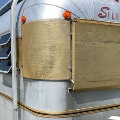 Part one of our brief Tilley tour!  . . #silverstreak #silverstreaktrailer #vintagecamper #vintagetrailer #vintagerv #camperremodel #rvremodel #camperrenovation #rvrenovation #airstreamremodel #airstreamrenovation #tinyhouse #tinyhome #tiny