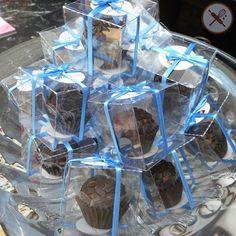 E para comemorar os 70 anos do brigadeiro os clientes do Ateliê Oral receberam esse mimo de presente! Brigadeiros tradicionais com confeitos de chocolate meio amargo em uma caixinha personalizada.  Encomende para a sua empresa também através do email nuageduchocolat@gmail.com @atelieoral