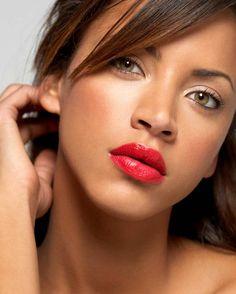 Simple eyes w/a bold lips. Noémie Lenoir, LOVE this look!