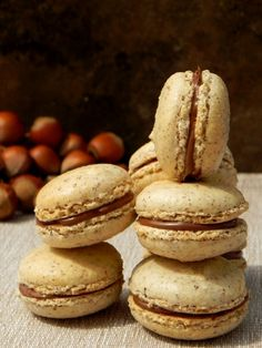 Makaroniki. Orzech laskowy i Nutella. Nutella Macarons, Orzo, Biscotti, Sweets, Bread, Candy, Cookies, Baking, Desserts