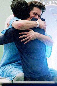 pixels Mtv top 10 moments on teen wolf (this is Scott and Stiles hug) Scott E Stiles, Stiles Teen Wolf, Teen Wolf Dylan, Teen Wolf Cast, Dylan O'brien, Teen Wolf Memes, I Hug You, Ji Hoo, Theme Harry Potter