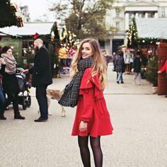 Kocham świąteczny klimat a Wy? :) Moja propozycja na świąteczną stylizację z czerwoną sukienką pojawiła się na blogu zajrzyjcie fot. @iwonakonarska #me #curlyhair #style #ootd #reddress #christmas #jarmarkbozonarodzeniowy #longhair #blonde #happy #smile #christmas2017