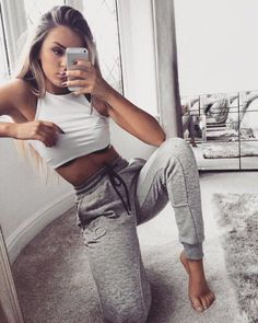 Incredible Workout Clothes outfits to rock your sesions. Lazy Outfits, Mode Outfits, Summer Outfits, Casual Outfits, Funky Outfits, Tomboy Outfits, Sport Outfits, Moda Converse, Teen Fashion
