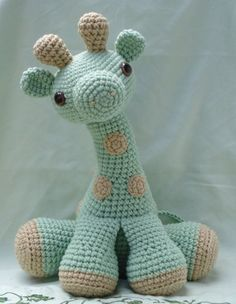Free Amigurumi - Giraffe Pattern ~ I can just picture a grandbaby carrying this around by its neck or legs!