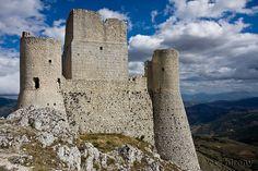 One of Abruzzo's many castles: Rocca Calascio, Abruzzo #photogaphy #Italy