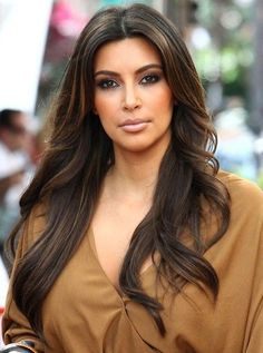 5 Best Kim Kardashian Long Hairstyles & Haircuts You Should Try If you are searching for some amazing and fantastic Kim kardashian long hairstyle suggestion, take a look to the 5 best Kim Kardashian long hairstyles. Kim Kardashian 2010, Looks Kim Kardashian, Kim Kardashian Highlights, Cool Haircuts, Celebrity Hairstyles, Hairstyles Haircuts, Kim Kardashian Hairstyles, Kim Kardashian Haircut, Long Wavy Hair