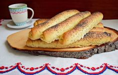 Batoane cu miere și mac, de post Bagel, Mac, Bread, Ethnic Recipes, Desserts, Food, Tailgate Desserts, Deserts, Brot