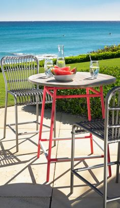 Enjoy your day in the sun, lounging in the bold, colorful design of our modern and retro version of traditional rattan: the Rizza outdoor furniture collection.