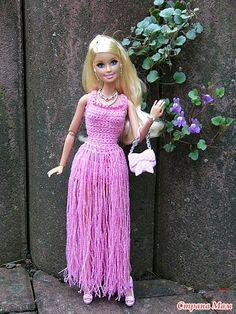 Схем нет к сожалению, только фото Интересно, а что это за ниточка такая розовая для оборочек? Crochet Doll Dress, Crochet Barbie Clothes, Barbie Gowns, Barbie Dress, Accessoires Barbie, Barbie Costume, Fashion Dolls, Fashion Outfits, Knitting Dolls Clothes