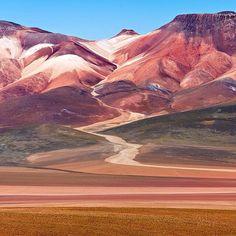 Location: Desierto de Siloli, Bolivia. (Seen on the tour from Uyuni to Atacama) Photo Credit: @ip_travel