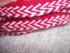 Ravelry: Braided trim pattern by Natalia Moreva, free (downloaded on main pc)