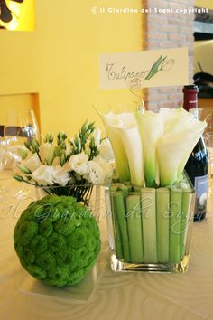 Destructured white and green wedding centerpiece    Centrotavola destrutturato per matrimonio bianco e verde