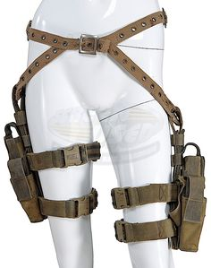Resident Evil: Extinction / Alice's Holster Rig (Milla Jovovich) I want Resident Evil Extinction, Kleidung Design, Steampunk Accessories, Milla Jovovich, Cosplay Outfits, Character Outfits, Dieselpunk, Costume Design, Cool Outfits
