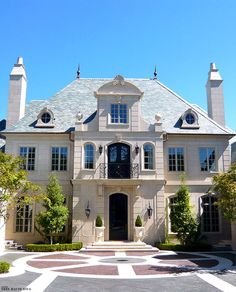 Classic French Chateau style exterior: French Homes, French Chateau Homes, French Mansion, Furniture Nyc, Furniture Stores, Affordable Furniture, Cheap Furniture, Facade Design, Exterior Design