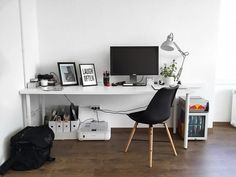 Katonás rendet tart Debreczeni Zita Office Desk, Tart, Furniture, Home Decor, Scale Model, Desk Office, Decoration Home, Desk, Pie