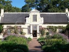 vergelegen gable - Google Search Cape Dutch, Homesteading, South Africa, Mansions, Architecture, House Styles, Building, Outdoor Decor, Google Search