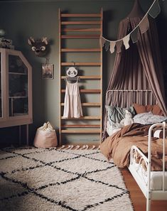 Childrens bedroom in green, dirty pink and rust tones in the cosy Scandinavian-boho family home of Elin Wallin - Decoration For Home Bedroom Vintage, Modern Bedroom, Stylish Bedroom, Modern Wall, Vintage Girls Rooms, Minimalist Bedroom, Modern Boho, Scandinavian Kids Rooms, Scandinavian Style
