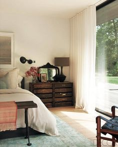love the drawers in the corner, the floor to ceiling window & curtains