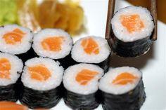 Que tal um hossomaki de salmão?   #peçayakisobom (18) 99165-0430 ou (18) 99698-7627 #whatsapp (18) 99141-0579