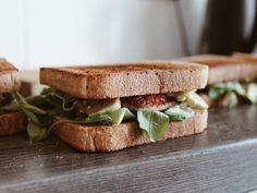 Co do krabičky? | 5 tipů na zdravé snídaně Granola, Meal Prep, Sandwiches, Meals, Vegan, Breakfast, Food, Diabetes, Fitness