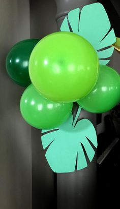 FREEBIE jungle leaf template for your safari birthday themed party.