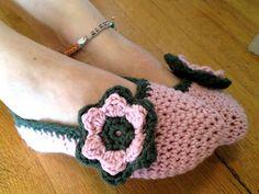 The Life Artistic: Crochet Flower Slippers