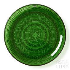 Nuutajärvi Kastehelmi Green Plate 25 cm, designed by Oiva Toikka. Nordic Vintage from Finland.   #ヌータヤルヴィ #北欧ヴィンテージ #北欧ヴィンテージ食器 #北欧食器#nordicdishes #nordicvintage #vintagedishes #レトロ食器 #ヴィンテージ食器 #Finnishdesign #oivatoikka #toikka #イッタラ #Iittala #nuutajärvi #オイヴァトイッカ #glass #retrodishes #kastehelmi #カステヘルミ