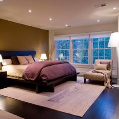 Love the coloring and decor in this bedroom!
