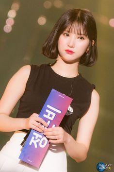 Short Hair With Bangs, Girl Short Hair, Hairstyles With Bangs, Short Hair Styles, K Pop, Short Hair Outfits, Korean Beauty Girls, Role Player, Uzzlang Girl