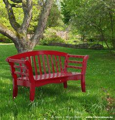 Mut zur Farbe - eine echte Sylter Friesenbank Gartenbank in rot - ein schöner Blickfang in jedem Garten