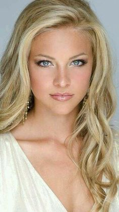 Beautiful Models With Blue Eyes Blonde Makeup, Blonde Beauty, Hair Beauty, Most Beautiful Faces, Stunning Eyes, Beautiful Women, Beautiful Models, Gorgeous Blonde, Blonde Women