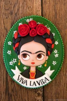 Galletas Mexicanas: Frida Kahlo - Recipes, tips and everything related to cooking for any level of chef. Mexican Cookies, Frida Art, Baumgarten, Biscuit, Royal Icing Decorations, Diego Rivera, Mexican Party, Pasta Flexible, Cold Porcelain