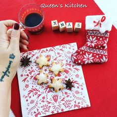 #buongiorno novembre ci saluta con un vento gelido, noi facciamo colazione con stelle di sfoglia e caffè bollente 💨❄️🌟☕️✨ {http://www.queenskitchen.it/pasta-frolla-per-crostate-e-biscotti} #queensbreakfast