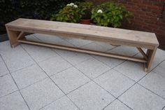Eenvoudig steigerhouten bankje, gemaakt van gebruikt steigerhout (ook verkrijgbaar in nieuw steigerhout) Ideaal voor op een kleine terras of op een balkon. Verkrijgbaar bij: www.steigerhoutenmeubelsenmeer.nl in Kerkdriel Rien van der Meijden 0627476827