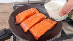 Delicious Salmon Recipes, Fish Recipes, Fish Dishes, Main Dishes, Sauce Crémeuse, Cod Fish, Salsa, Baked Salmon, Creamy Sauce