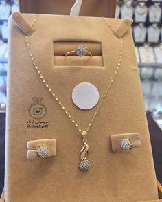 Jewelry Design Earrings, Gold Earrings Designs, Gold Jewellery Design, Pendant Jewelry, Gold Jewelry Simple, Stylish Jewelry, Fashion Jewelry, Moroccan Jewelry, Indian Jewelry Sets