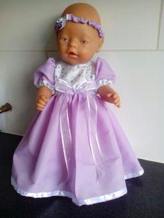Prinsessenjurkje gemaakt voor babyborn of andere poppen van 43cm. Voor andere poppenkleertjes kan je kijken op fb pagina: Helma's Poppenkleding