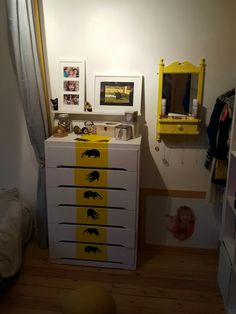 19 best hufflepuff bedroom images in 2017 Harry Potter Shirts, Harry Potter Jokes, Harry Potter Fan Art, Harry Potter Characters, Hufflepuff Bedroom, Harry Potter Bedroom, Bedroom Images, Room Inspiration, Filing Cabinet