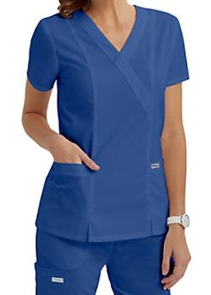 The great looking Grey's Anatomy crossover top is one of our best selling tops… Scrubs Outfit, Scrubs Uniform, Greys Anatomy Scrubs, Medical Uniforms, Womens Scrubs, Medical Scrubs, Scrub Tops, V Neck Tops, Work Wear