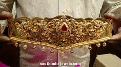 Collections of beautiful Hip chains/Vadanam/Ottiyanam/Waist belts for women in gold, diamond, Imitation and one gram gold jewellery. Indian Wedding Jewelry, Indian Jewelry, Bridal Jewelry, Indian Weddings, Gold Waist Belt, Waist Belts, Vaddanam Designs, Silver Pooja Items, Jewelry Model