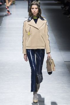 http://www.vogue.com/fashion-shows/fall-2016-ready-to-wear/versace/slideshow/collection