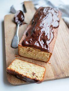 Banankage med chokoladeganache - den bedste banankage jeg har lavet! - Banana Bread, Food Ideas, Recipies, Good Food, Food And Drink, Birthday, Sweet, Life, Recipes
