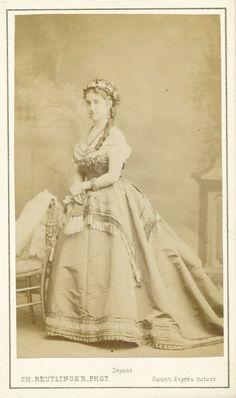 Vintage Photos, Disney Characters, Fictional Characters, Victorian, Actors, Disney Princess, Dresses, Fashion, Vestidos