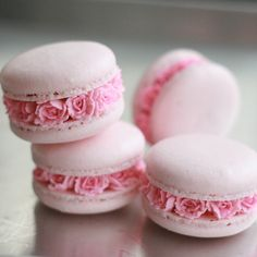 When it comes to macarons; Macaron is really a dessert that makes you happy as soon as Macarons, Macaron Cookies, Cake Cookies, Cupcake Cakes, Pink Macaroons, Macaron Boxes, Macaroon Cake, Cookie Favors, Flower Cookies