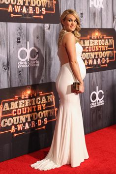 Carrie Underwood is Glowing!