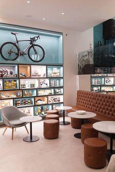 Área cafetería Bianchi Café & Cycles en Milán
