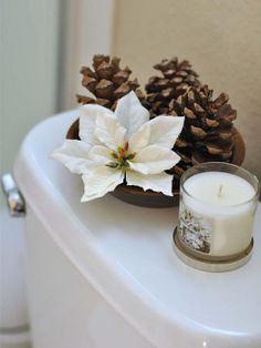 Check Out 20 Amazing Christmas Bathroom Decoration Ideas. Christmas bathroom seats which are incredible and really creative for winter season and Christmas. Gold Christmas, Rustic Christmas, Christmas 2019, Simple Christmas, Christmas Home, Christmas Holidays, Christmas Crafts, Beautiful Christmas, Christmas Bathroom Decor