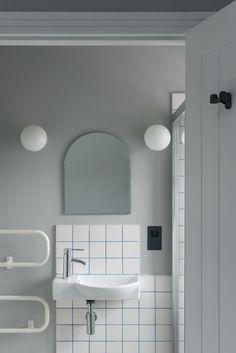 graphic black and white minimal bathroom design Minimal Bathroom, White Bathroom, Small Bathroom, Bad Inspiration, Bathroom Inspiration, Black And White Marble, Bathroom Toilets, Bathroom Tubs, Bathroom Interior Design
